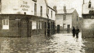 Joiners Arms floods 1922